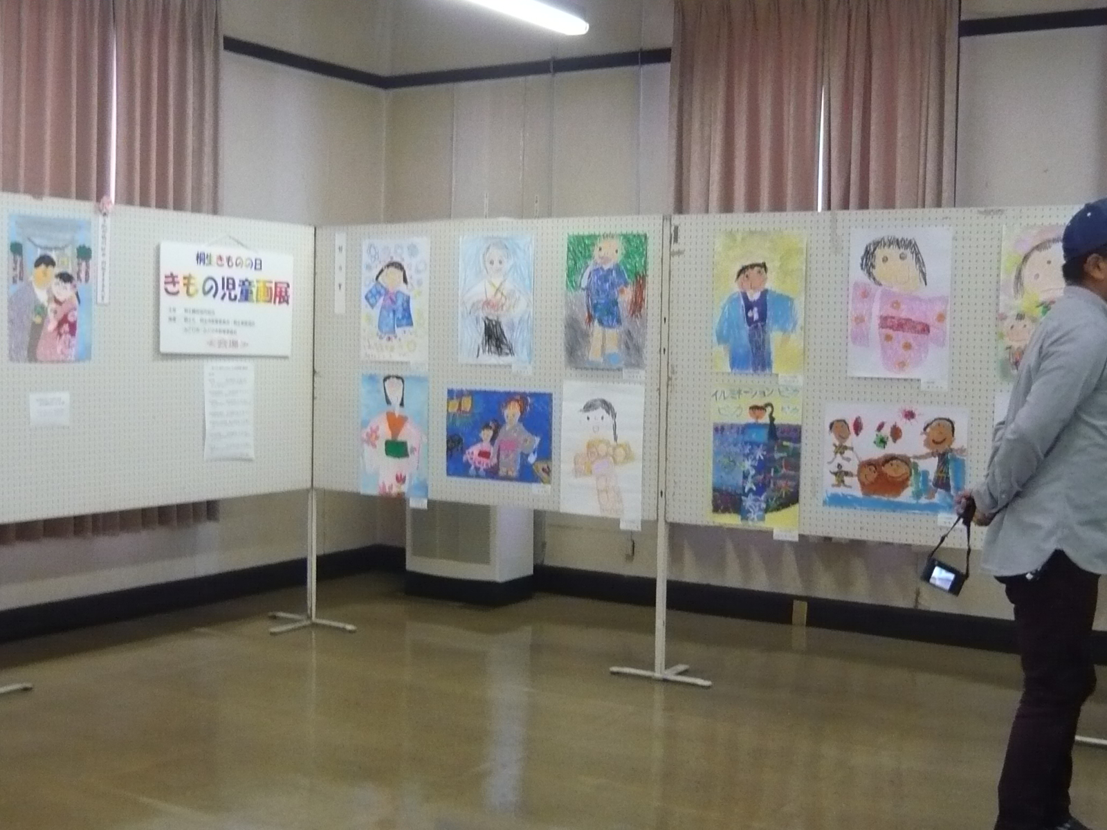 ファッションウイーク掲載写真(児童画展)